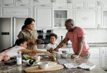 How to Survive Being a Stay at Home Mom Financially