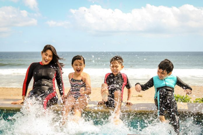 how to help a child overcome fear of swimming